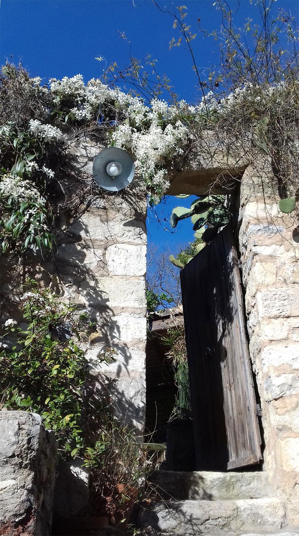 Atelierwohnung Eingang zum Garten, Boulbon, Provence, Kreativurlaub,