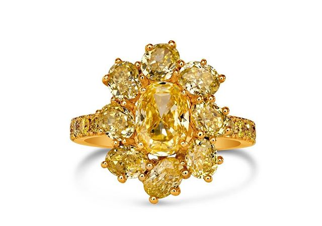Let our gorgeous floral inspired yellow diamond ring brighten up this rainy week! 💛☀️ #vtsejewelry #yellowdiamondring #yellowdiamonds #ovaldiamond #floral