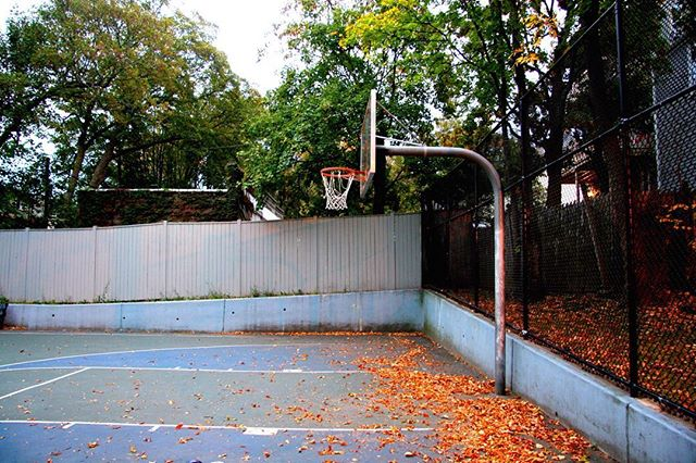 Mount Pleasant Play Area is a half court in the middle of a residential part of #Roxbury. Great for the neighborhood kids to start their game early, this park is as adorable as it is updated. With new backboards., new surface, and no lights, this is truly and after school spot. #94FOC