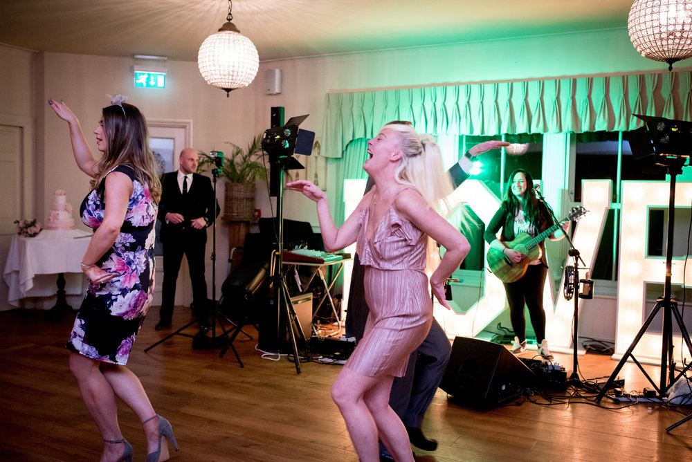 Shireburn arms wedding band | The Distance