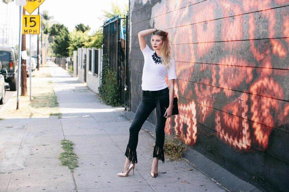 Jeans: Litz from Eden Sky, T-Shirt: H&M, Shoes: Public Desire, Clutch: Asos, Necklace: H&M