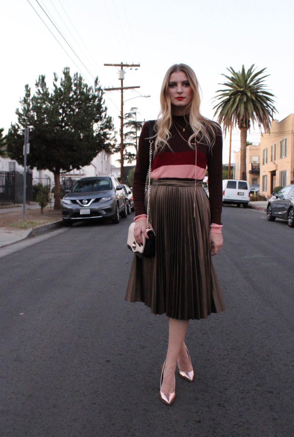 Skirt: Closet from Asos, Sweater: First & I from Asos, Shoes: Public Desire, Bag: Zara, Long Necklace: Aldo, Mermaid Necklace: Asos, Rings: Asos