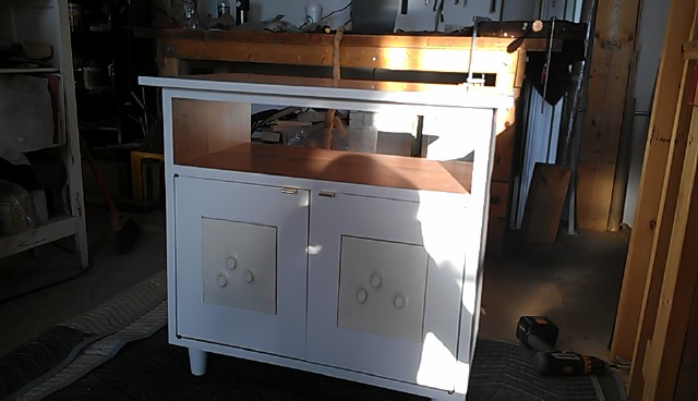 white cabinet1.jpg