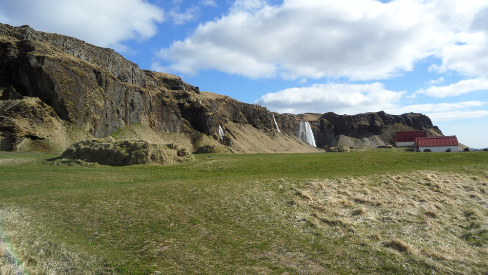 The view back at Seljalandsfoss.