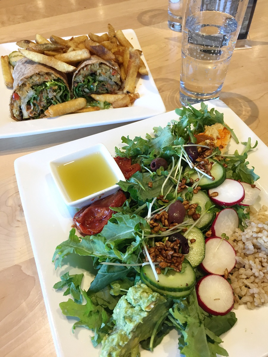 Nutritious Vida_Peoples Organic Restaurant Review.jpg