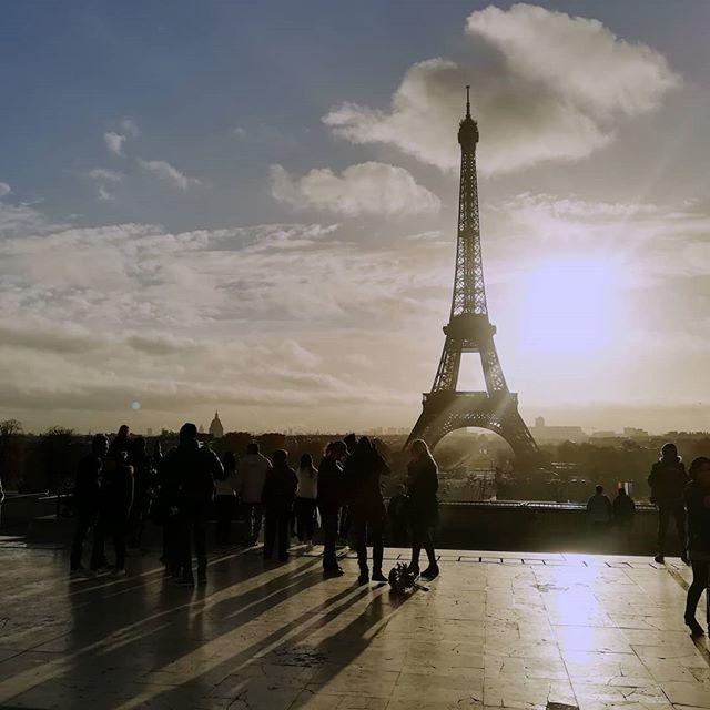 Pariz, čudovit si!🗼😍🤩 #eiffeltower #ajflovstolp #zjutraj #potemjesledilmaratonskipohod #vsesvavidla #midva #naobisku