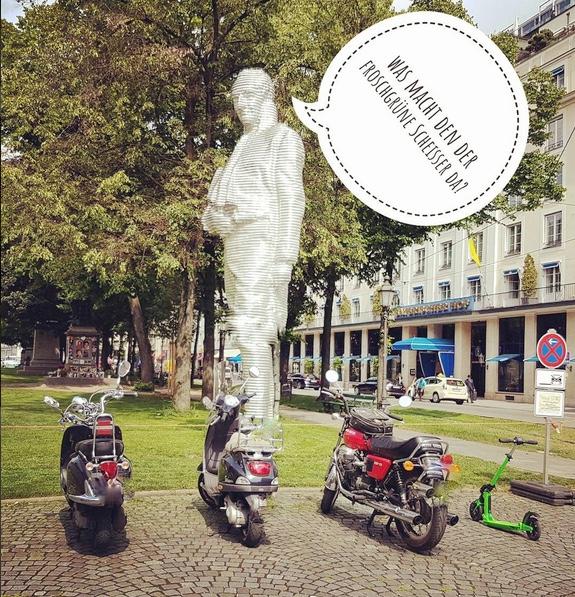 weiteres Beispiel mit Sprechblasen auf Instagram: In #munchen mit dem #escooter unterwegs. Im Sommer a Traum. Weiter geht's zum Prinzregentenplatz an der #isar - foto: alice lindl