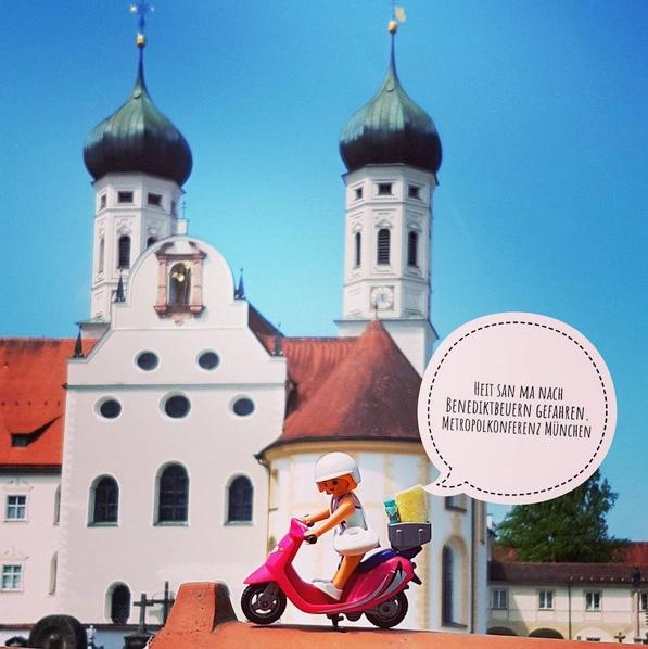 Beispiel mit der playmobilfigur auf instagram:  #energiewende   #metropolkonferens   #münchen   #umweltschutz  - Der kleinste  #eRoller  ist auch dabei - foto: alice lindl