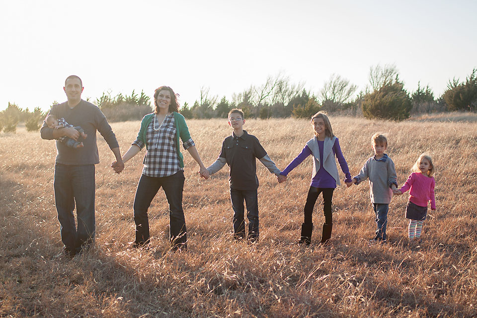 Family Cute Pose for Large Family Holding Hands Backlit