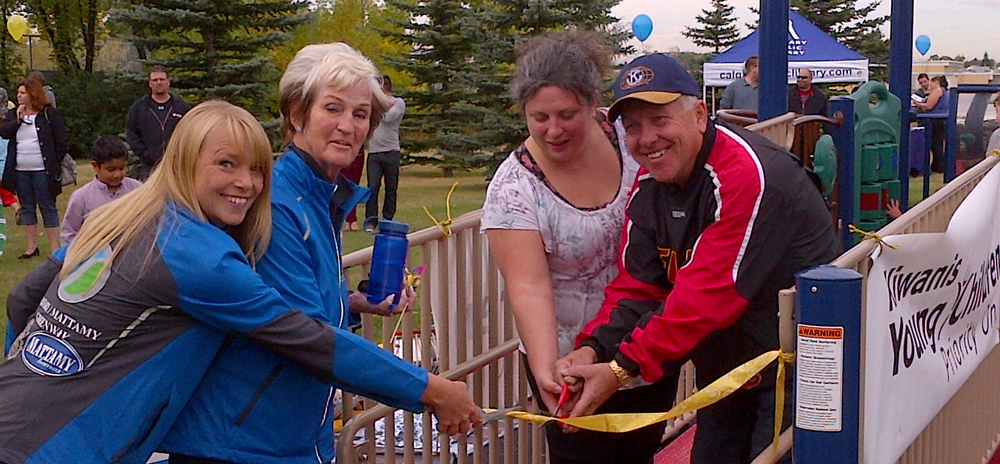 From left to right: Karla Gervais, Parks Foundation Calgary & Master of Ceremonies; Myrna Dubé, CEO, Parks Foundation Calgary; Leeanne Jobin, President of Forest Lawn Community Association; and Scott Daley, Kiwanis Clubs of Calgary.