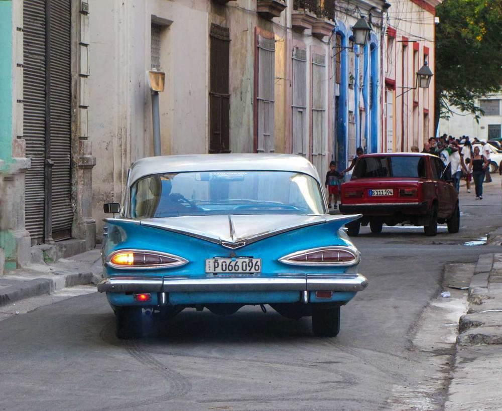 Small-Blue-&-white-car-skid-2.jpg
