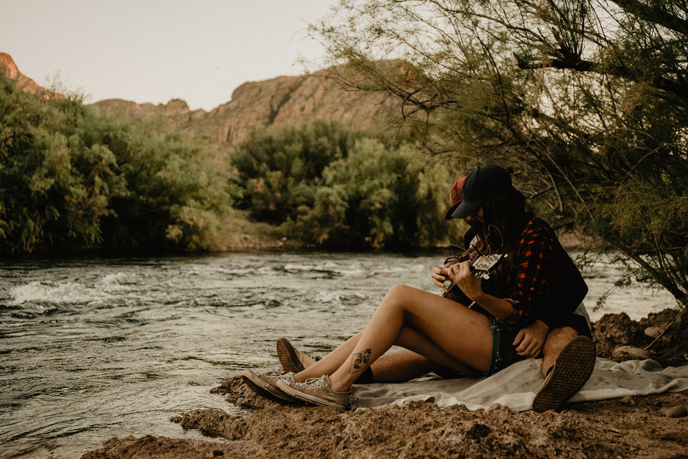outdoor+couples+adventure+photoshoot+salt+river+fly+fishing