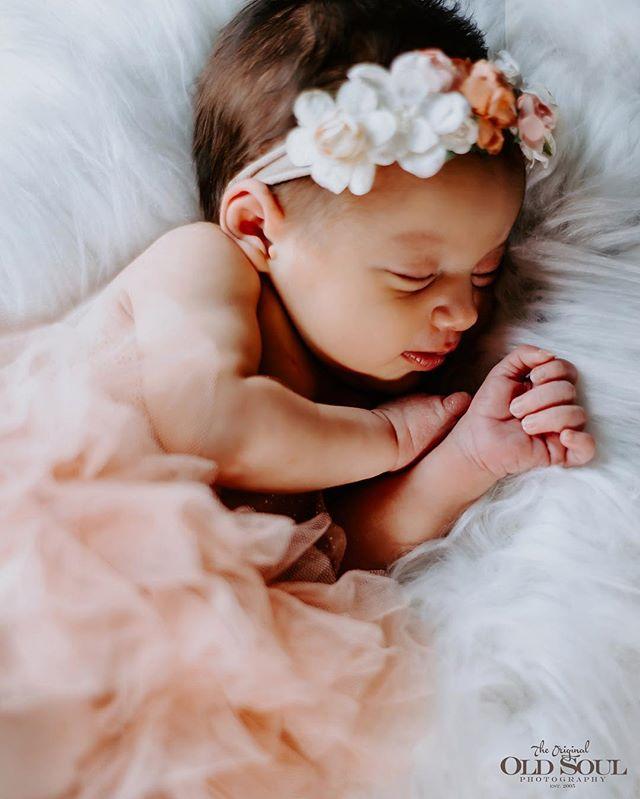 S w e e t  D r e a m s  #newborn #newbornphotography #babygirl #babyphotography #precious #cute #newbornphoto #newbornbaby #baby #sleepingbaby #venturacounty