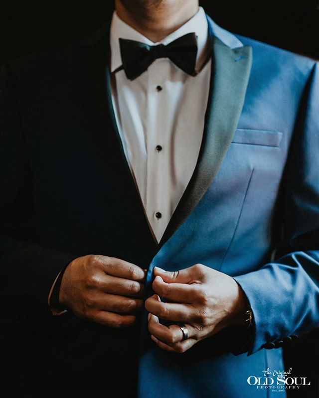 Suit up . It's #weddingwednesday . . .  #OSPweddings #weddings #groom #mensfashion #style #gentlemen #venturacounty #weddingday #weddingphotographer #weddingphotography #junebugweddings #weddinginspiration #weddingstyle #stylemepretty #weddingwire #theknot #photooftheday #menswear #mensstyle #californiaphotographer #nashvillephotographer #memphisweddingphotographer #socalwedding