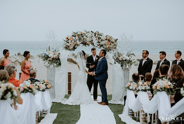 #tbt was diggin the colors from this little ceremony by the beach. This entire day was gorgeous and made possible by these awesome vendors... Venue: @e.s.mandalaybeach Planning+Design: @onesweetdayevnt Rentals+Design: @partypleasers Floral: @shellspetals Tux: @friartux Hair+Makeup: @fairytalehairandmakeup  #weddingday #weddingphoto #weddingphotography #theknot #wedding #bride #ido #married #weddingphotographer #bridalparty #stylemepretty #weddingstyle #weddingceremony #beachwedding #californiaphotographer #venturacounty #happilyeverafter #husbandandwife #901photographer #weddingwire