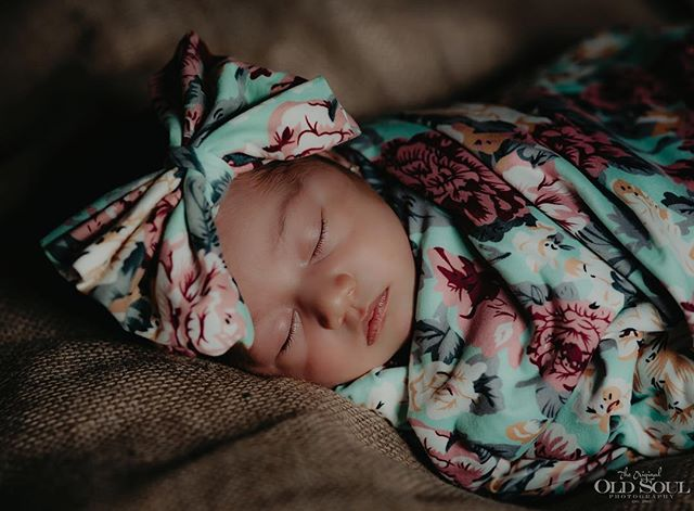 Sweet dreams till sunbeams find you, Sweet dreams that leave all worries far behind you, But in your dreams whatever they be, Dream a little Dream of ME 🌙 . . . #newborn #newbornphotography #babygirl #newbornlove #babyphotography #precious #cute #newbornphoto #newbornbaby #baby #sleepingbaby #venturacounty