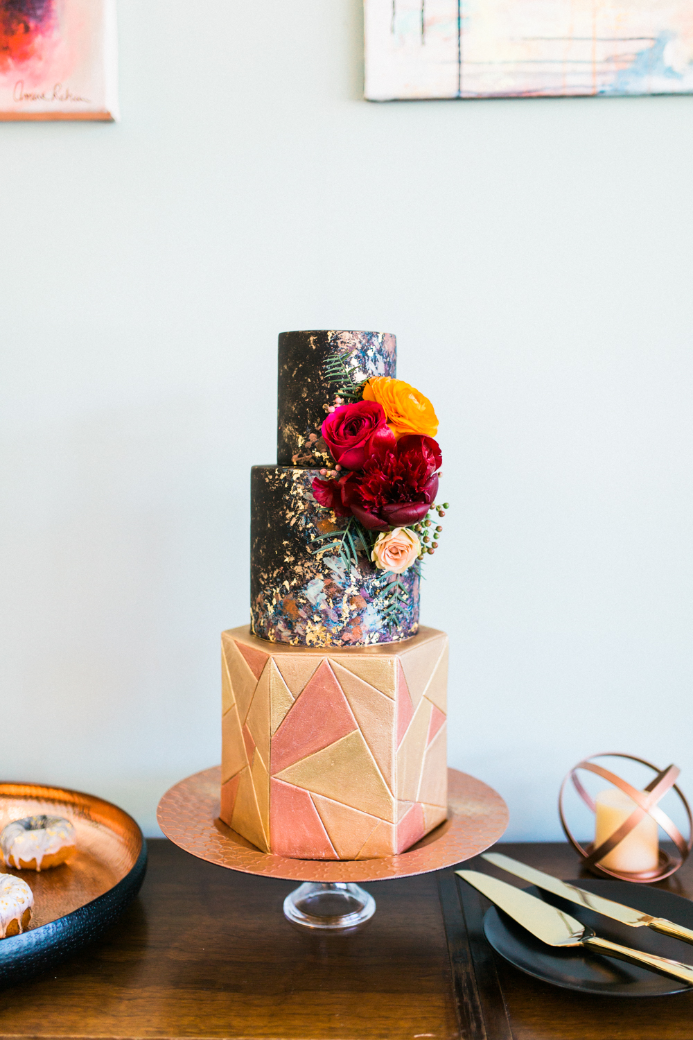 Jasmine + Justin Editorial  // Photographer:  Laura Ford,  Floral Design: Sibyl Sophia,  Elise Cakes