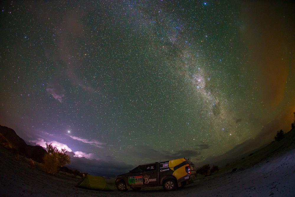 Jeden z nevětších zážitků bylo nocování uprostřed pouště. Foto:Petr Lusk