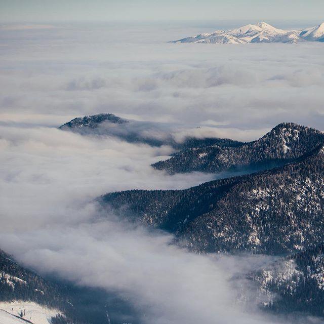 Peaks of Low and High Tatras peek out from cloud sea 🙏 #nizketatry #vysoketatry #slovakia #slovakwild #sonya7iii #sonyimages #igerscz #vscocze