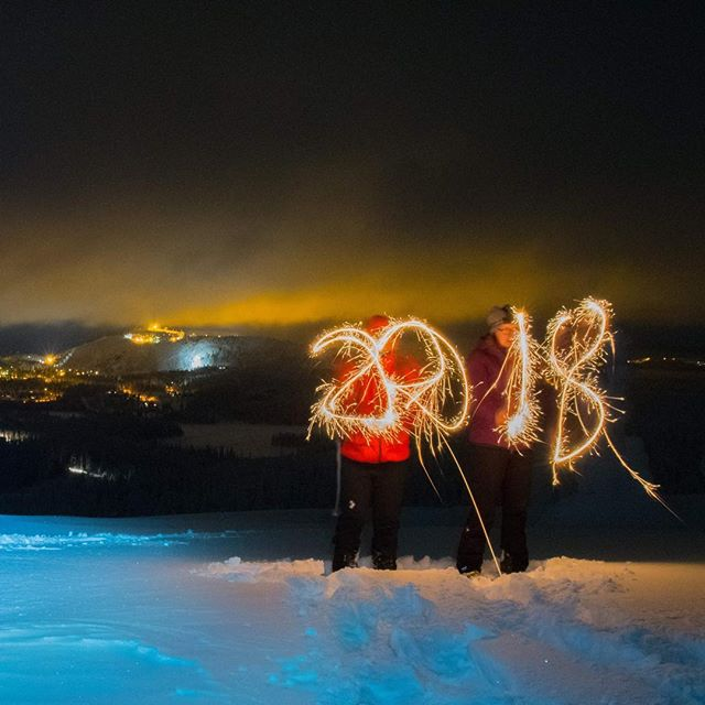 Happy New Year! #newyear #2018 #snowshoeing #winterwonderland #ruka #kuusamo #rukasafaris #adventureisoutthere #youradventureofthelifetimebeginstoday #happiness #adventureapes