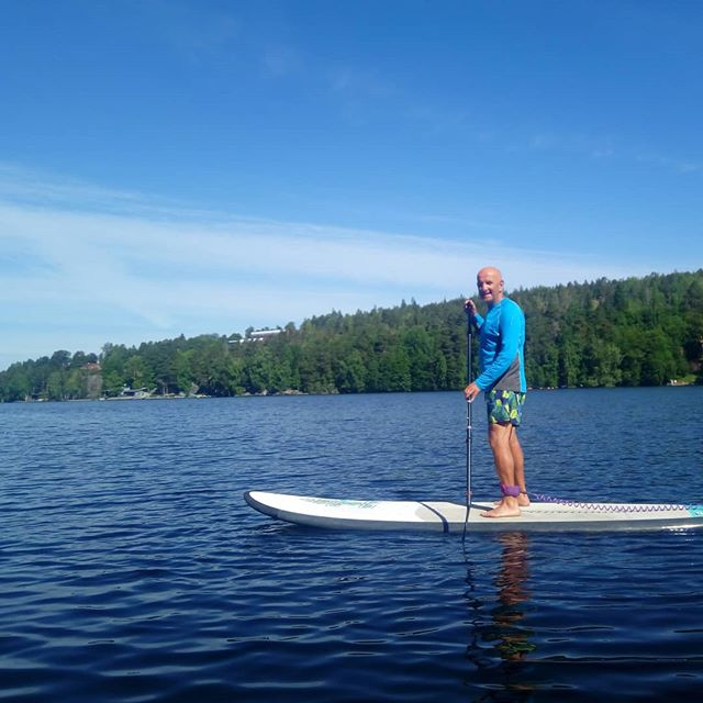 Our customer Francis #standuppaddling with @suppaatampere in #tampere #finland on our customised #active #holiday. #visittampere #visitfinland #lakes #summer #sup #outdoors #outdoorslife #adventure #adventureapes #youradventureofthelifetimebeginstoday