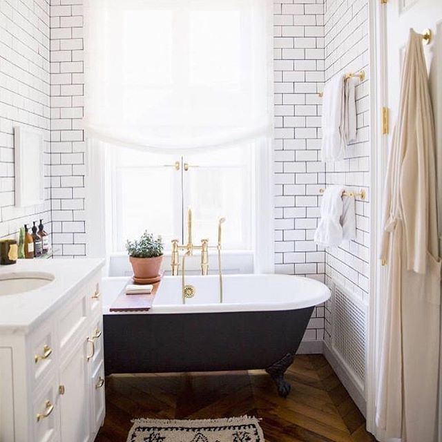 The only thing that could make this bathroom better is #KopariBeauty on the counter. #rg @shopfollain #beautyinanutshell