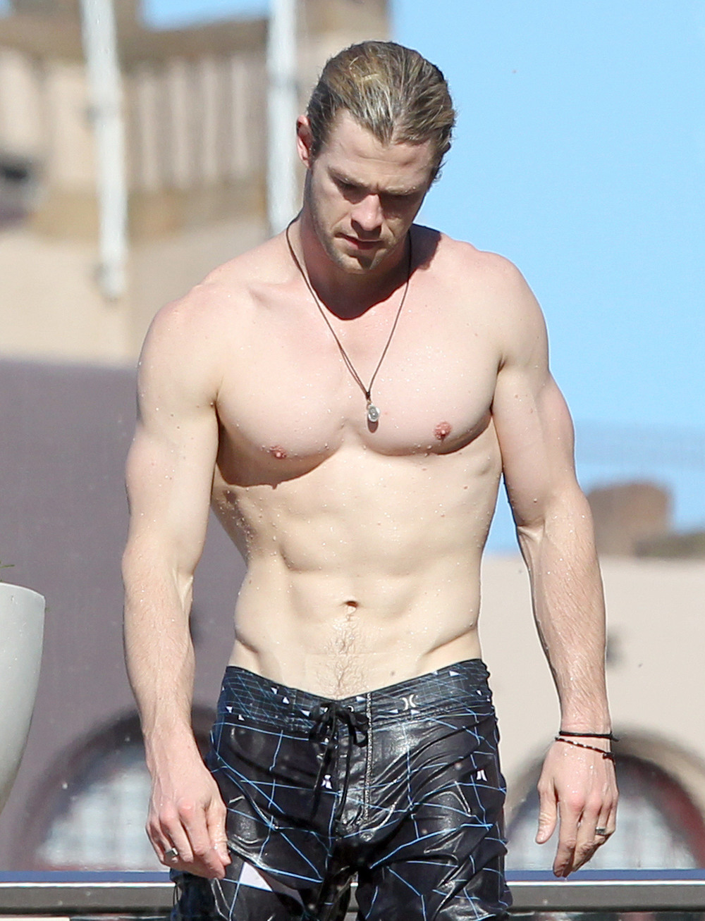 Shirtless-Chris-Hemsworth-Shows-off-Fit-Body-in-Sydney-4.jpg