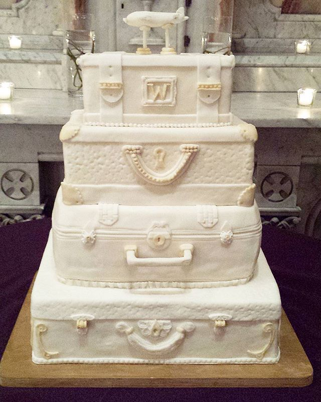 For the long distance couple who tied the knot tonight 💕 #homeiswhereverimwithyou #suitcasecake