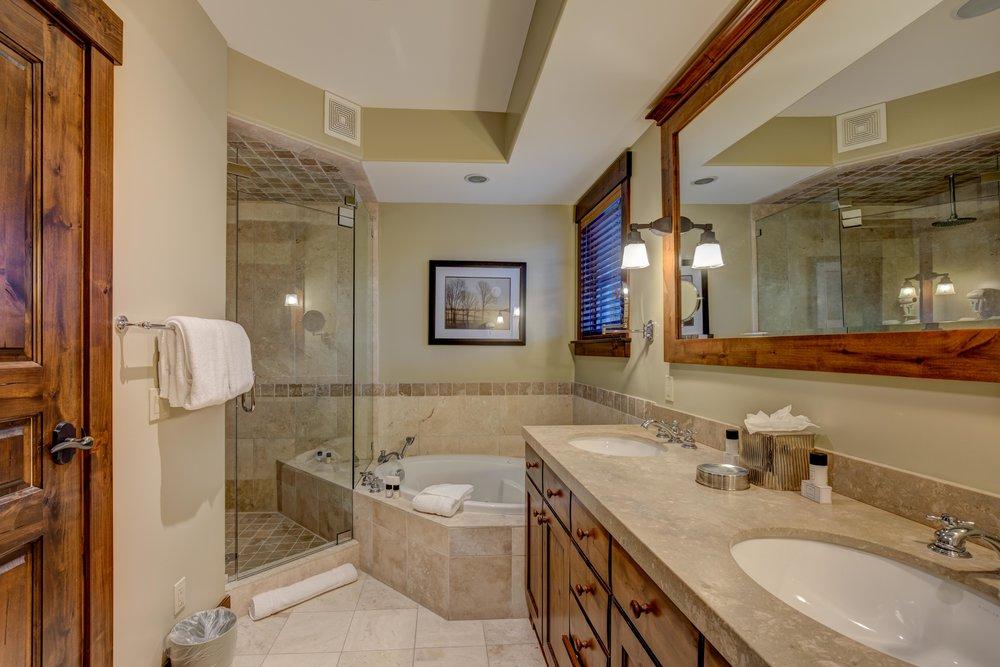 silver-star-505-bedroom-1-bathroom-2.jpg