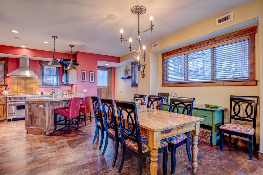 silver-star-505-dining-kitchen-area.jpg