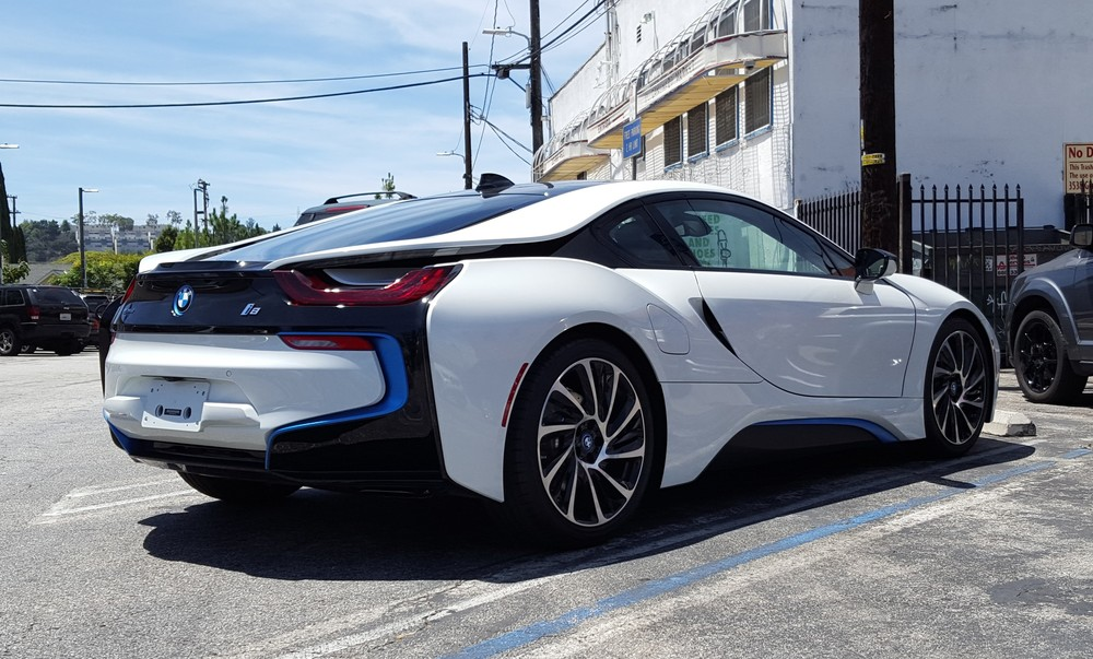 The tail light/roof swoop of the i8 is not only the dominating visual cue from the rear...