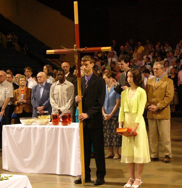Ted and Nora lead behind the Cross the offertory procession.
