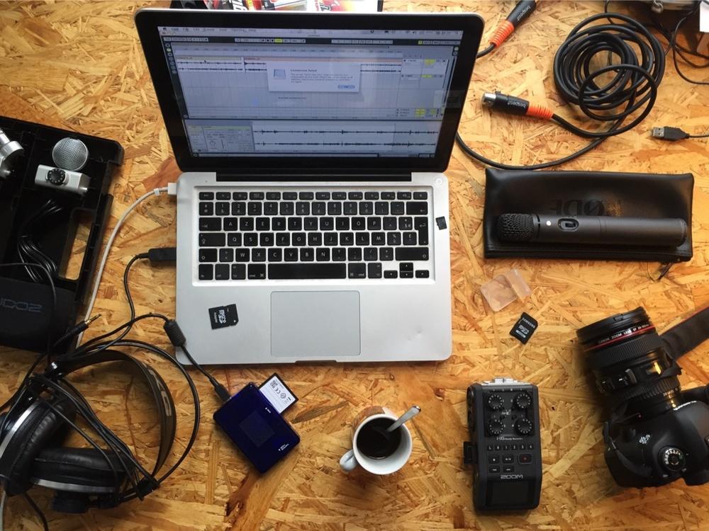 Na een aantal opnames van De GentM podcast in Rec Radiocentrum hebben we een eigen set bij elkaar gespaard. Nerd heaven is dat.