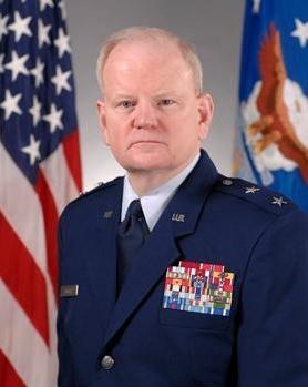 اللواء تشارلز تاكر (متقاعد)