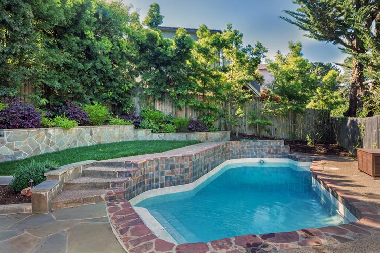 backyard-pool_photo1.jpg