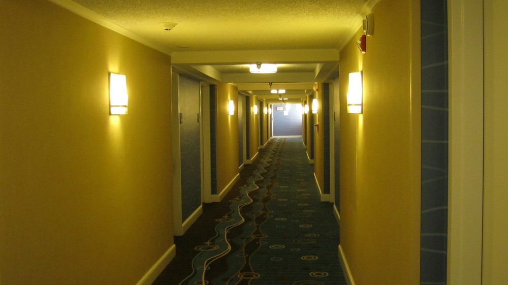 Hampton Inn Germantown Hallways 002.jpg