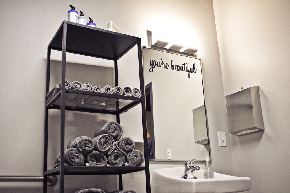 flex5-fitness-wellness-charlotte-bathroom-mirror.jpg