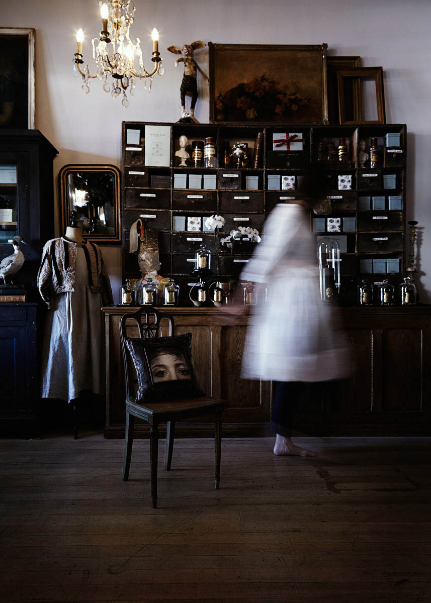 Danny-Wootton-Photography_Manteau-Noir_2.jpg