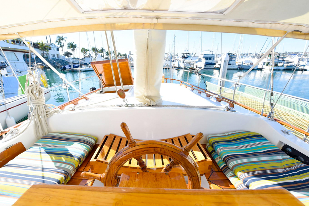 Boat bed and breakfast kris white - Difference between starboard and port ...