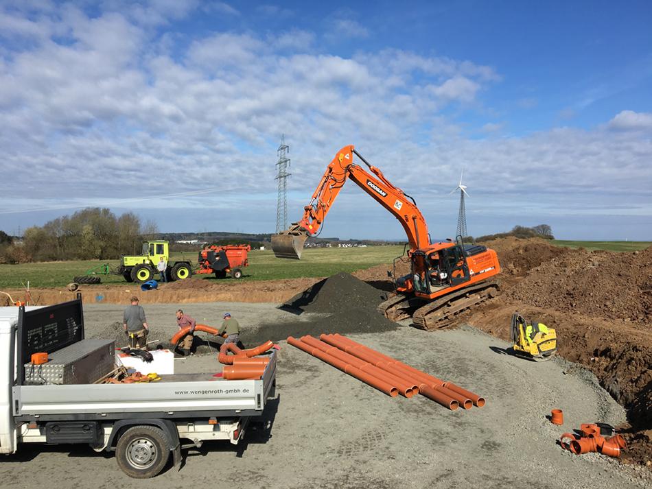 Fundamentarbeiten - Leerrohre für Stromkabel.JPG