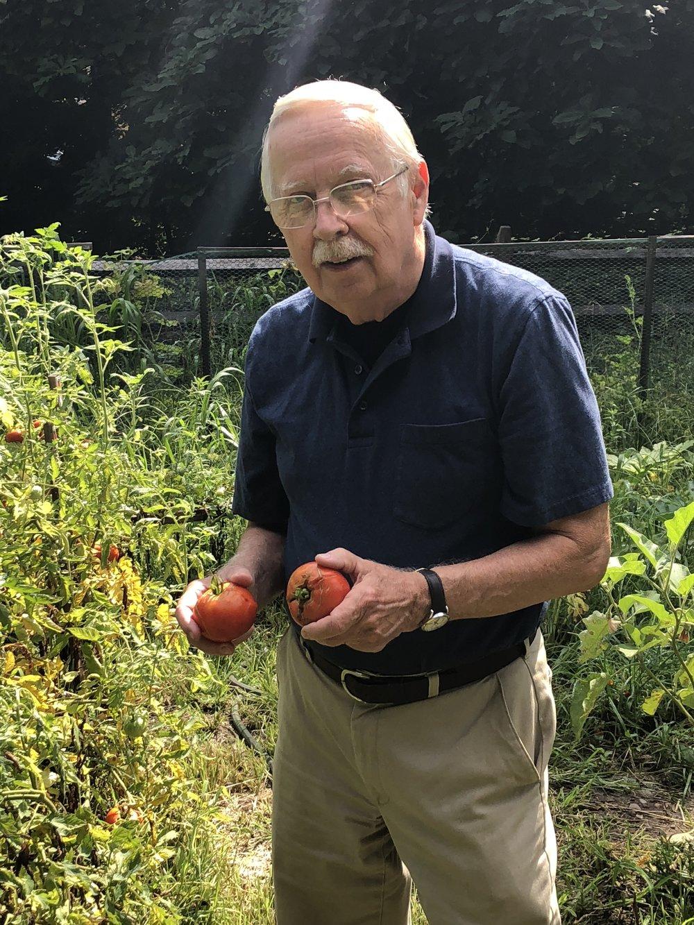 Fred w tomato.JPG