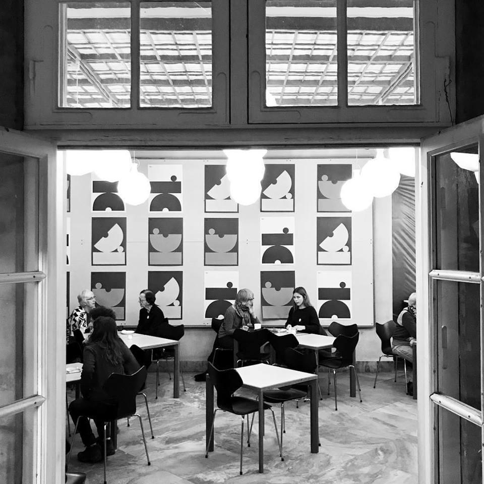 Klint - Klint er hjertebarnet og her det hele startede for seks år siden. Caféen, som ligger inde i Designmuseum Danmark, er anerkendt både i ind- og udland for såvel stil og stemning samt serveringer.Klint er elegant og uformel på én gang og fungerer til alle lejligheder. Køkkenet er nordisk inspireret med et twist og tager sit udspring i det klassiske danske frokostkøkken. Alle retter serveres enkelt men raffineret i inspirerende omgivelser.