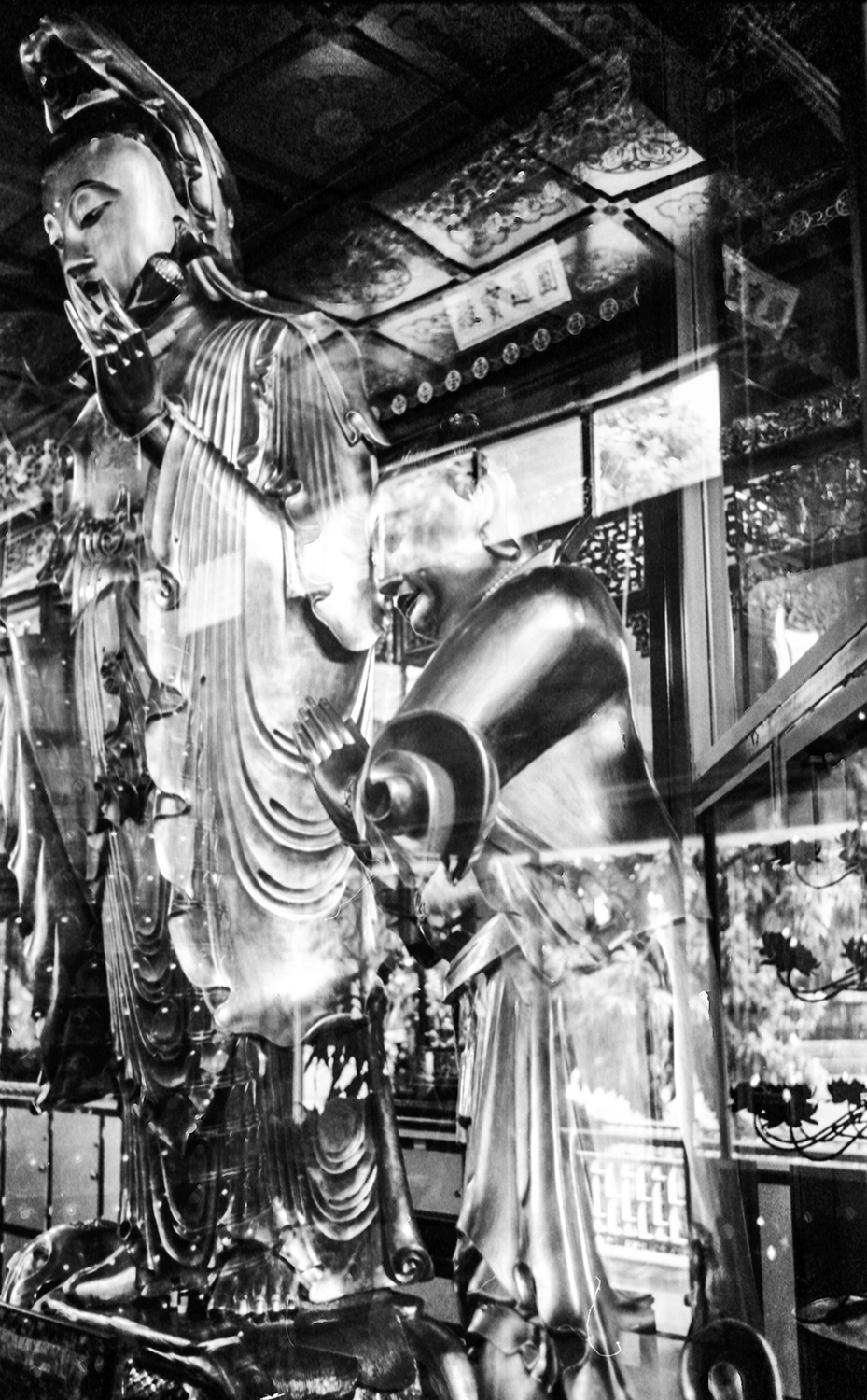 statues in a Buddhist temple, Honolulu HI. 2014   ©Go Nakamura     photography