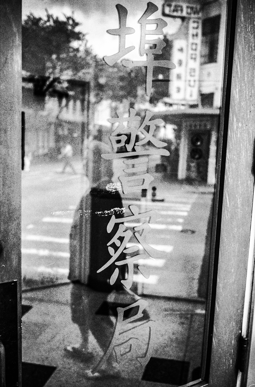 Police station in China Town, downtown Honolulu, Hi. 2014   ©Go Nakamura     photography