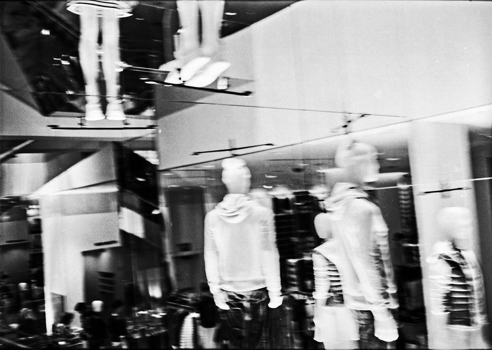 a fast fashion megastore in Manhattan NY. 2015   ©Go Nakamura     photography