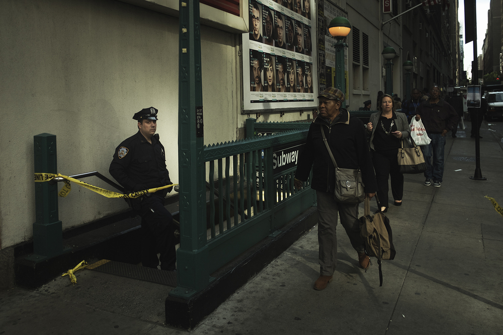 a crime scene regards to an earlier gun shooting, left 1 dead and 2 badly injured at Penn Station in Manhattan, NY. 2015   ©    Go Nakamura     photography
