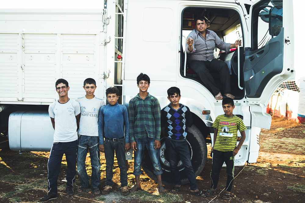 Kurdish young men in their informal camp located at outskirts of Reihanli, Turkey. 2015  ©    Go Nakamura     photography