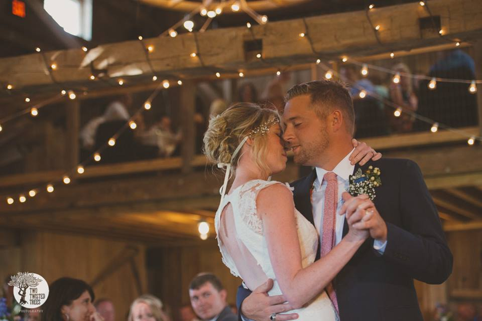 rustic barn first dance.jpg