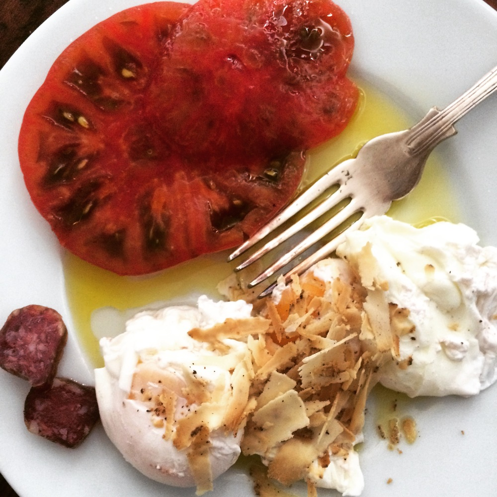Ripe heirloom tomatoes, wild boar sausage and poached eggs with Belper Knole cheese