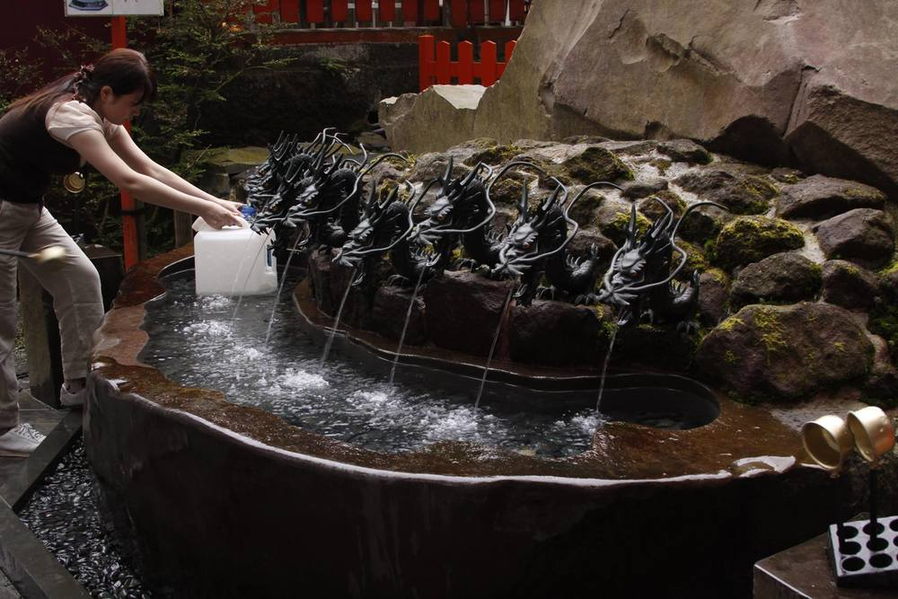 The nine-headed dragon fountain at Hakone Shrine
